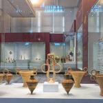 Musée archéologique d'Héraklion, Crète. Vases et objets en céramique